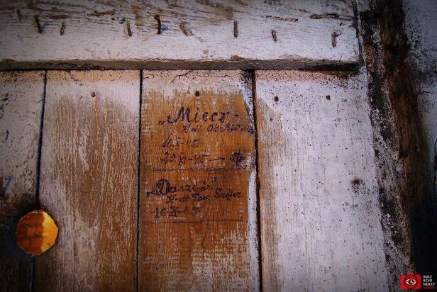 Ślady w dawnej katowni NKWD Stowarzyszenie Kolekcjonerzy Czasu