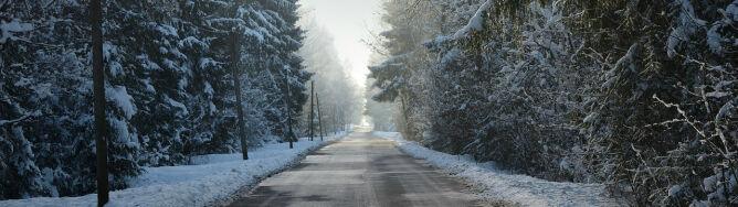 Opady znacznie utrudnią jazdę. <br />Uwaga na śliskie drogi