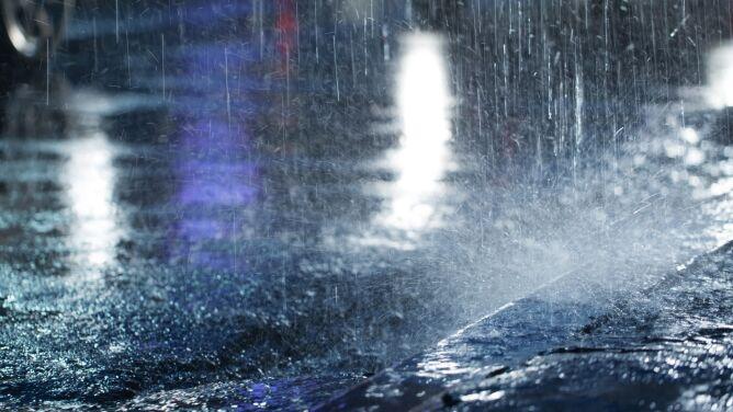 Noc z intensywnymi opadami deszczu. Alerty IMGW